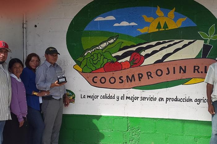 COOSMPROJIN galardonada por Walmart en Guatemala por su desempeño en 2014