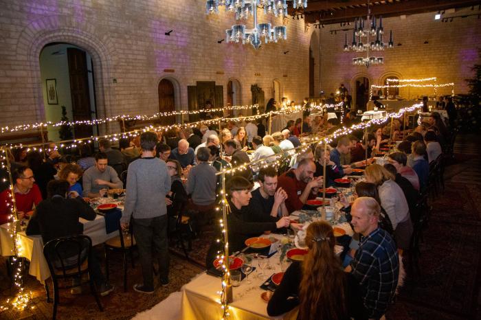 100 ambassadeurs lanceren Het Grootste Diner in het stadhuis van Leuven