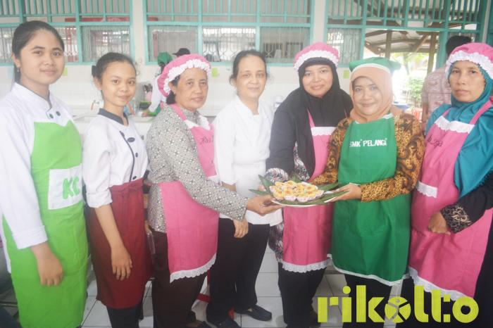 The Carbohydrate Food-Reprocessing Workshop – A Positive Solution to Add Income for Low-Earning Communities in Solo City.