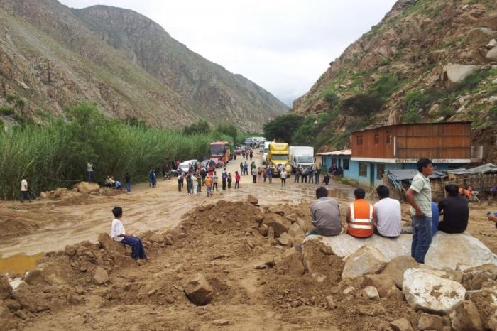 Perú se ve afectado por El Niño: más de medio millón de damnificados