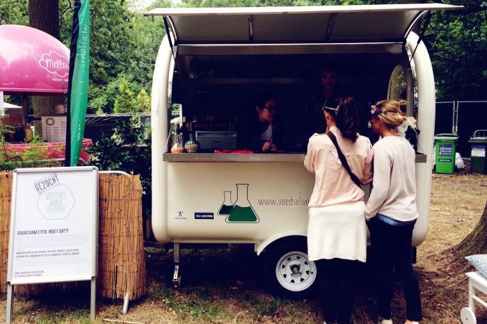 Studenten UCLL laten festivalgangers proeven van het Voedsel voor de Toekomst tijdens Paradise City