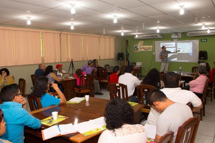 Presentan metodología y resultados sobre cómo perciben los jóvenes su futuro en la agricultura