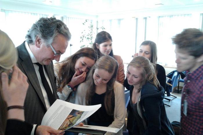 Leerlingen uit Diest op bezoek bij Minister Labille