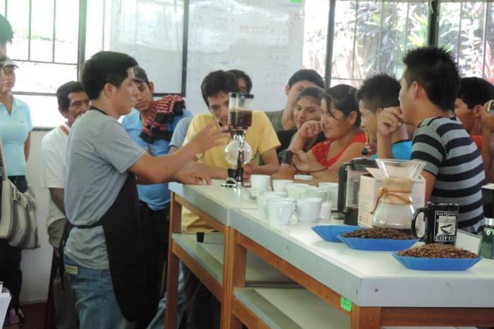 Jonge boeren brengen vaart in Ecuadoriaanse koffiesector