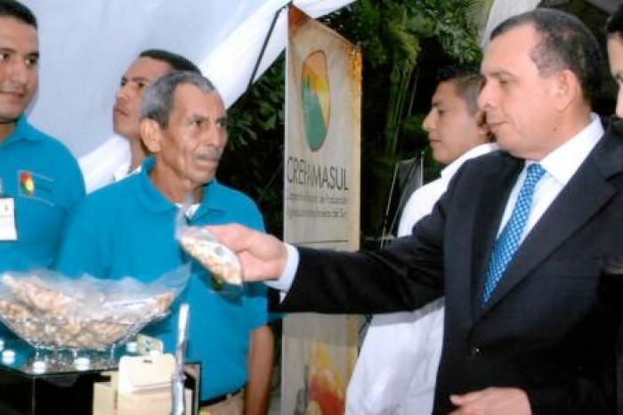 Boerenbedrijf dat cashew verwerkt uitgeroepen tot beste exportbedrijf in Honduras