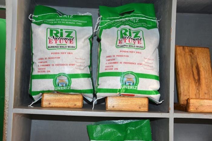 Une franchise pour l'étuvage de riz au Burkina Faso
