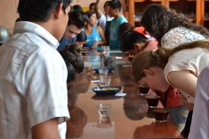 Zuiddag ambassadeurs op bezoek bij jonge koffieboeren in Peru