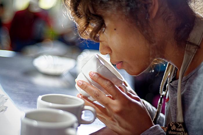 Café ecuatoriano, aromatizando la economía nacional.