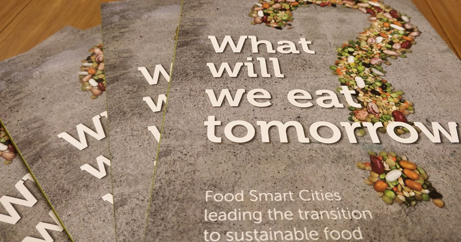 Do you want to read more about how different cities take the lead towards more sustainable food?