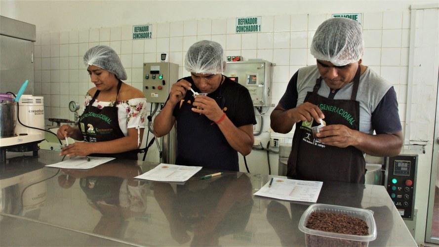 Cac Pangoa cocoa quality control.