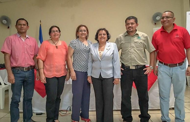 Comité interino de la plataforma multiactores. De derecha a izquierda: Fausto Rodriguez (VECO), Derling Sanchez (Exportadora Atlantic), Elizabeth Morales (Universidad de Ciencias Comerciales), Aura Lila Sevilla Kuan (ANCN), Martha Estela Gutierrez (CAFE