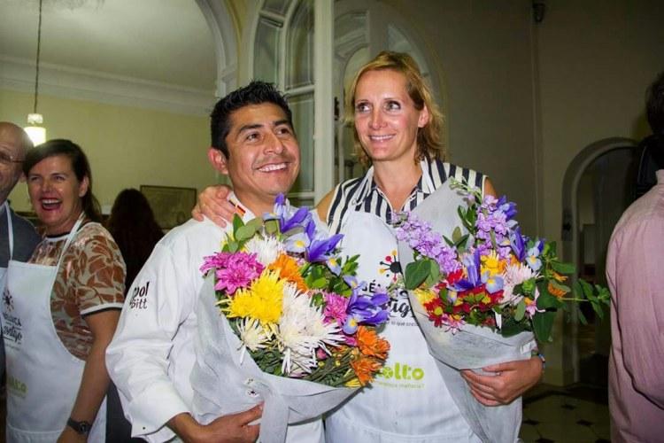 Chefs Sofie Dumont y Juan Carlos Lopez durante el Masterchef Contigo: duelo amistoso para el mejor bombón de chocolate fusión