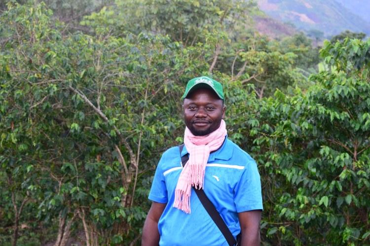Roger Tata Wa Makolo, le directeur-gérant de la coopérative Kawa Kanzururu  © Merveille Saliboko